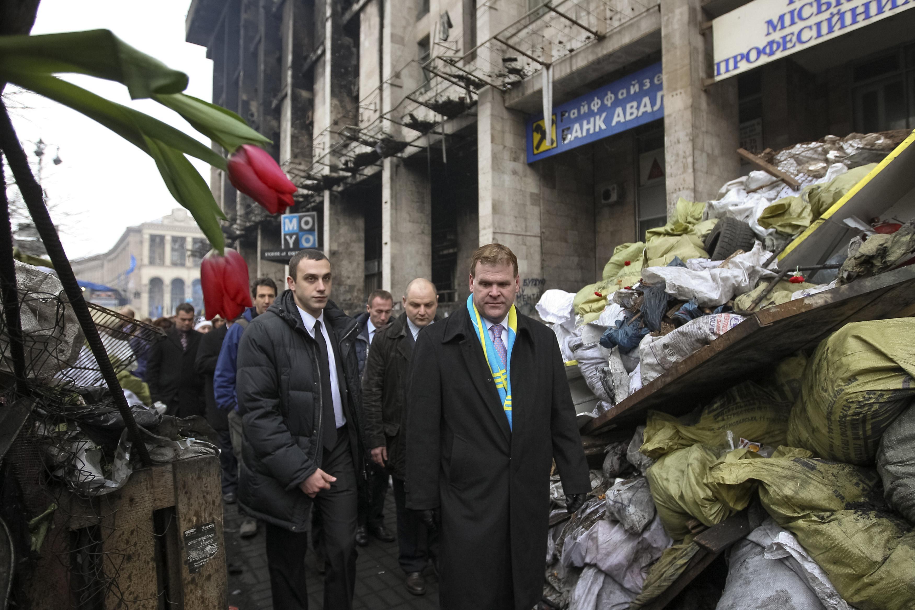 Дом профсоюзов и баррикады на Крещатике