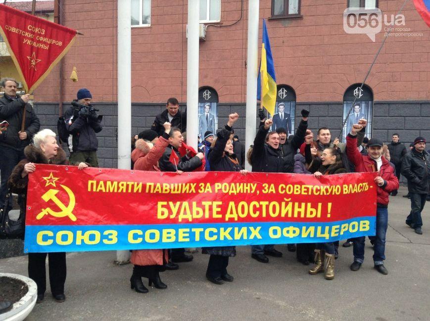 В Днепропетровске под флагами советской Украины прошел пророссийский митинг
