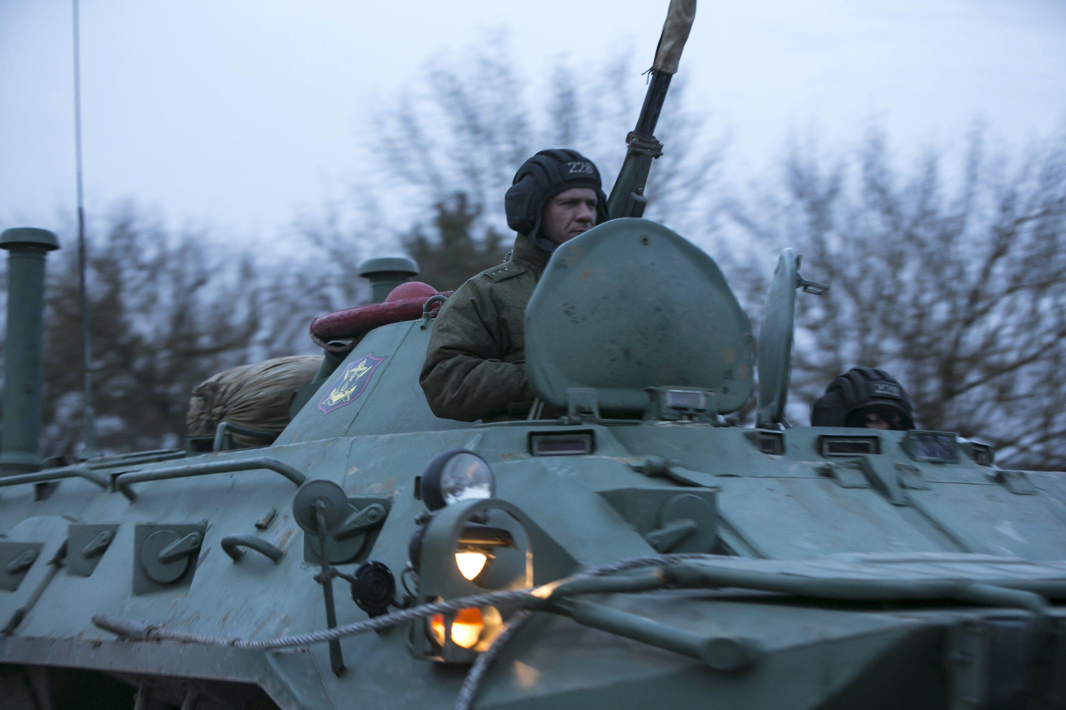 Российский мотострелок на БТРе