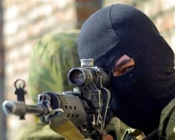 Снайпера обучили стрельбе в рядах боевиков, иллюстрация