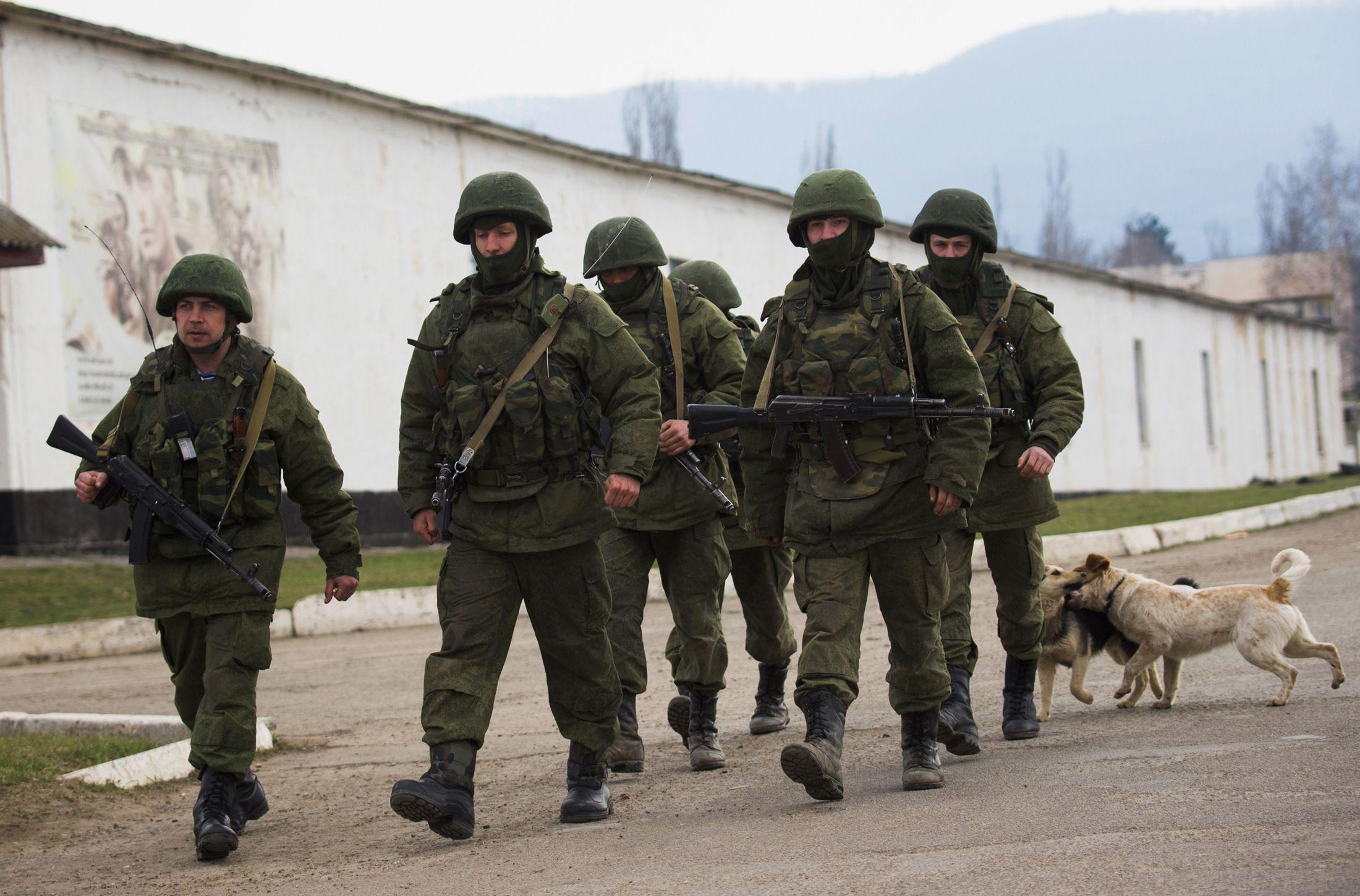 Крым наводнили российские военные