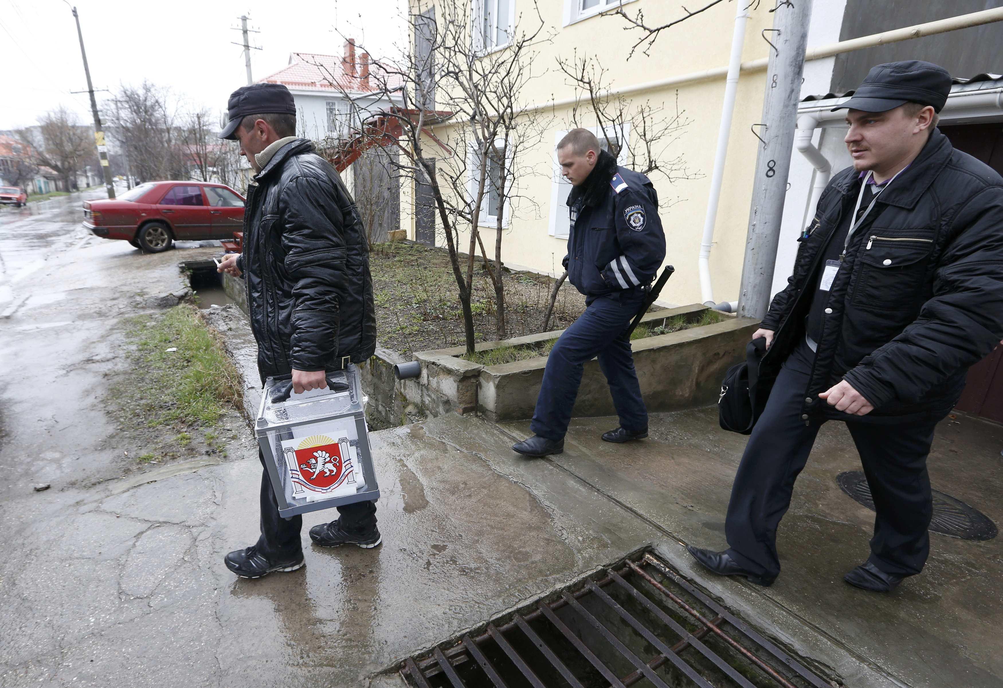 К жителям Крыма приходят милиционеры