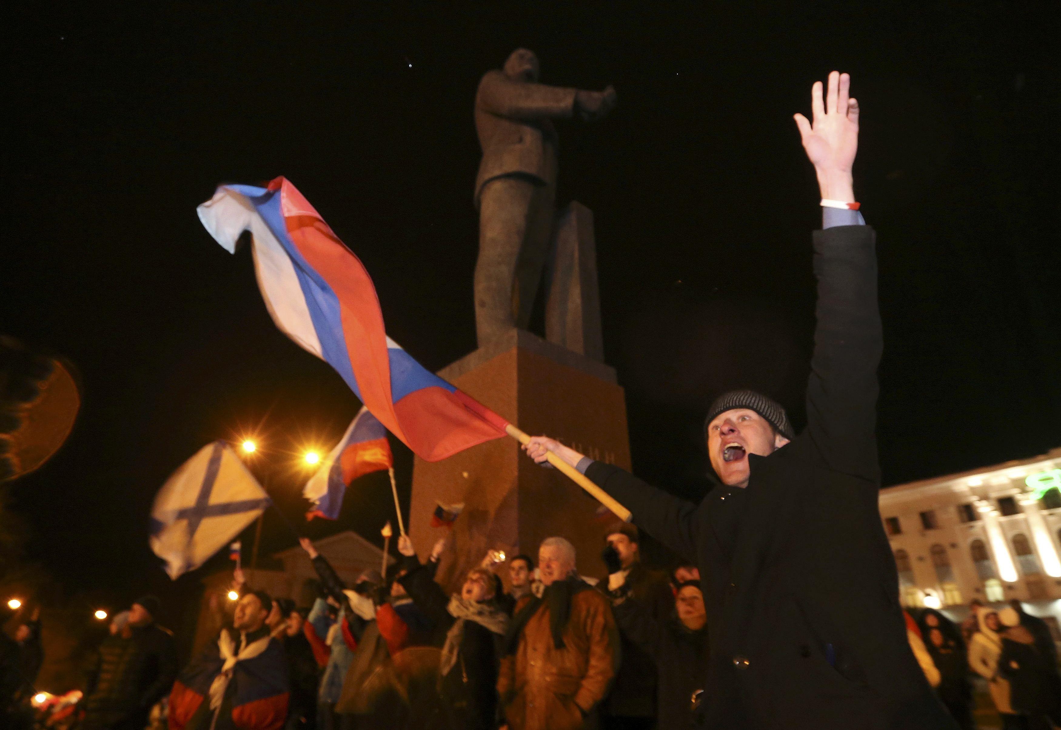 В Симферополе празднуют референдум