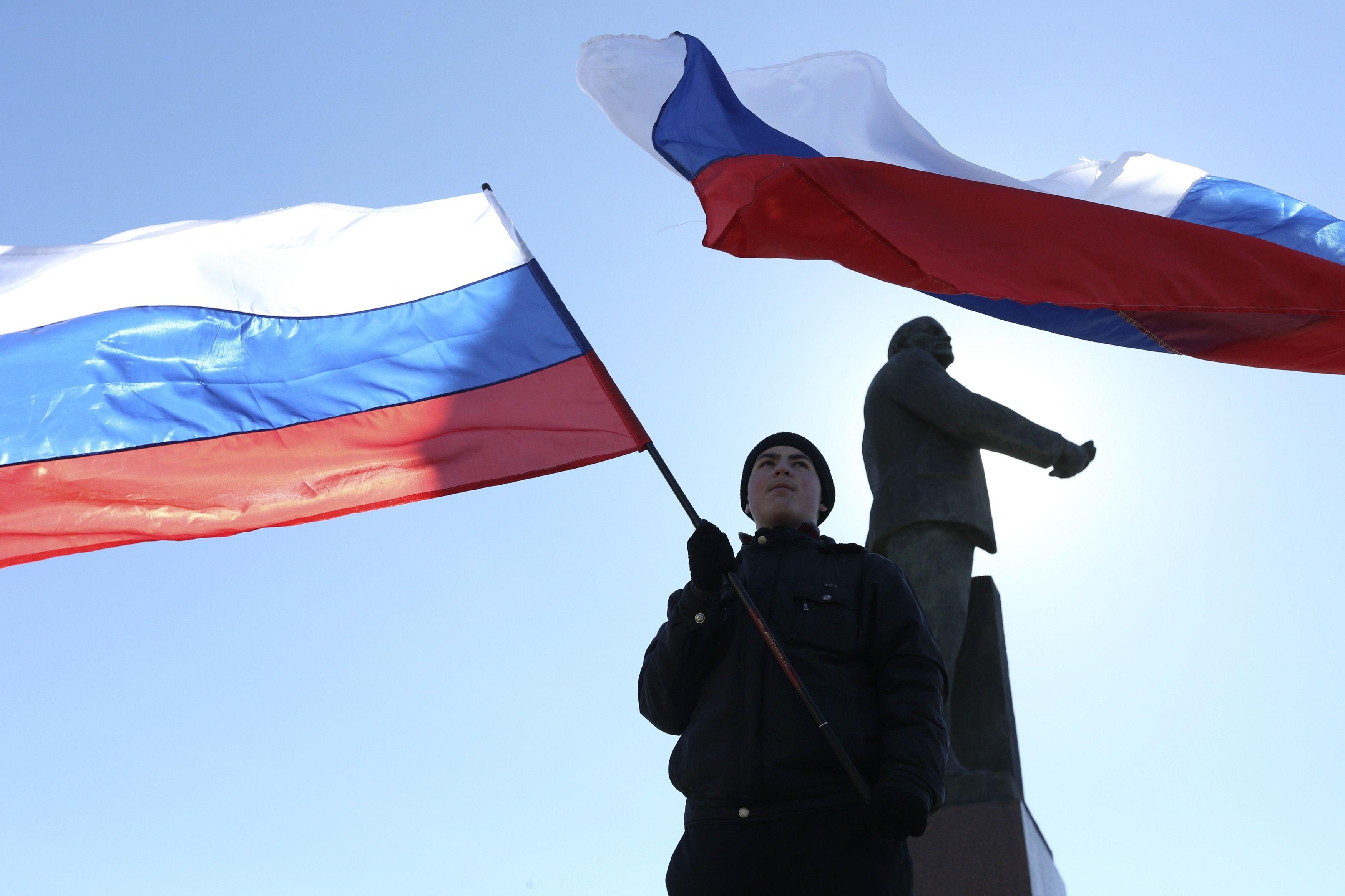 Российские флаги в Крыму