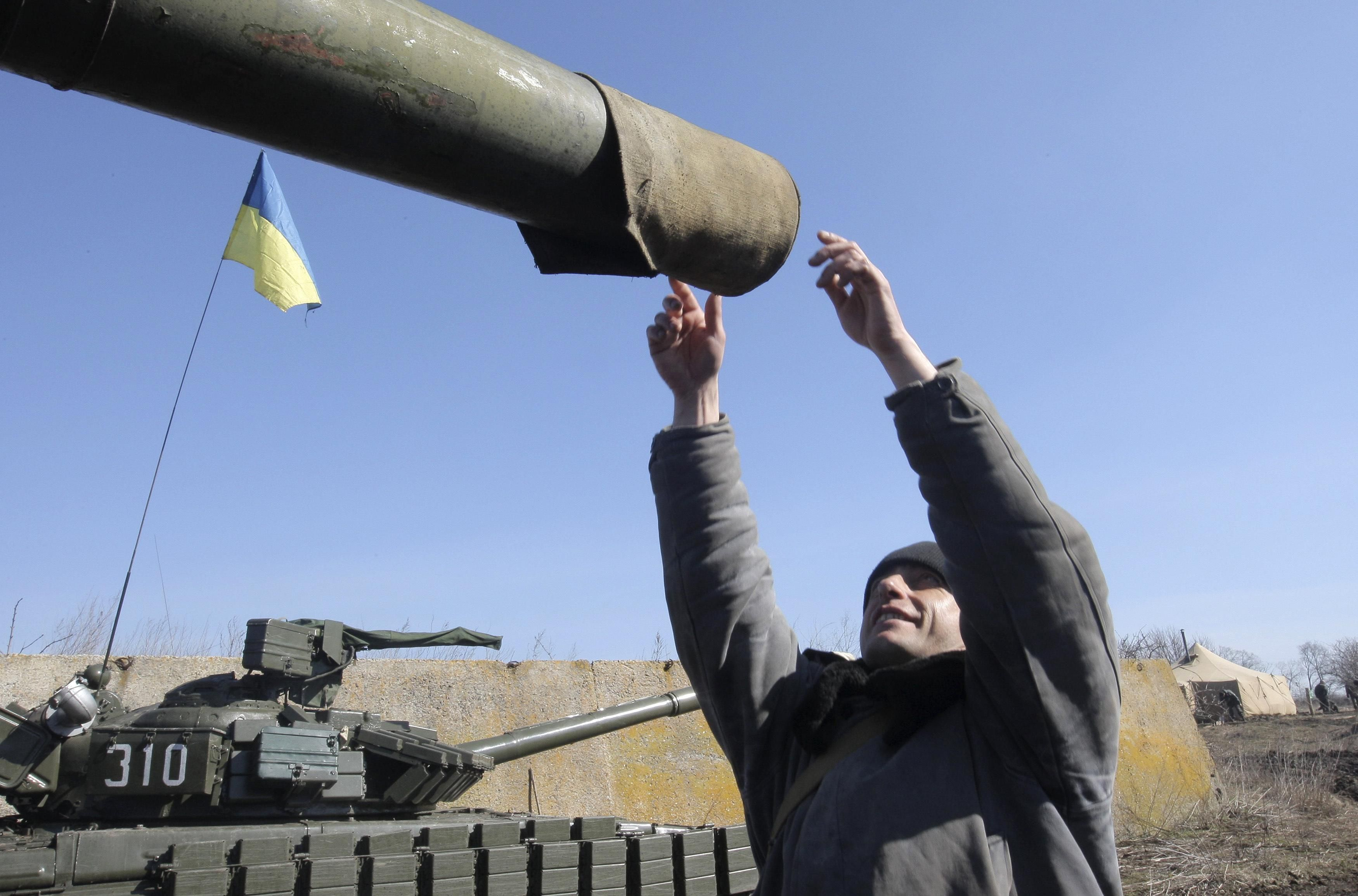 Украинские военные у границы с Россией