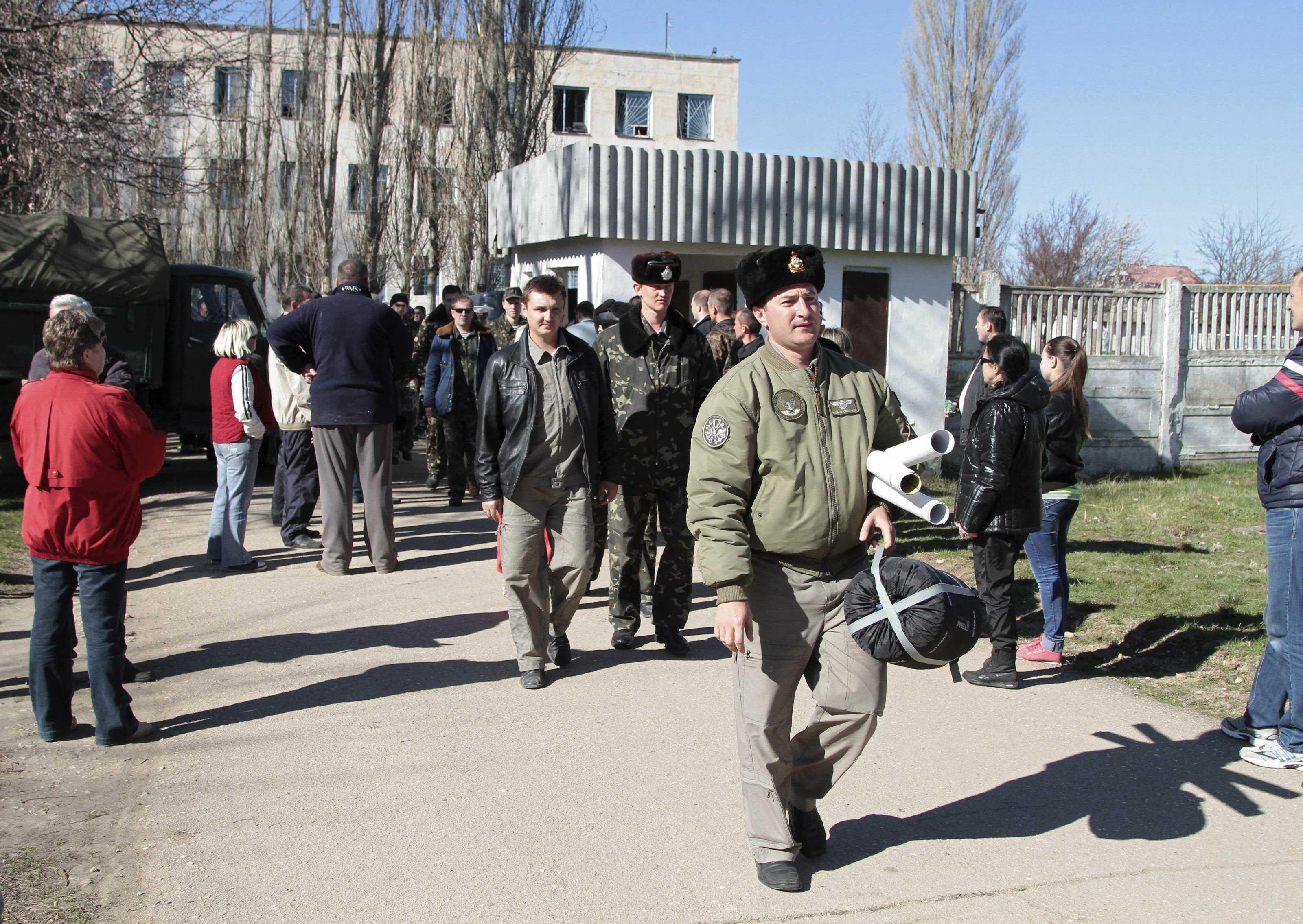 Украинцы покидают базу в Новофедоровке
