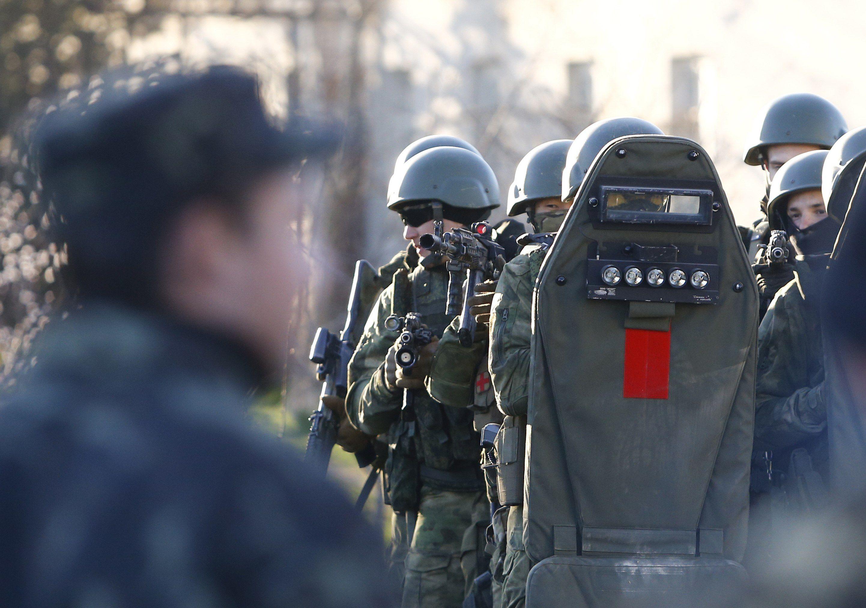 Российский спецназ штурмует