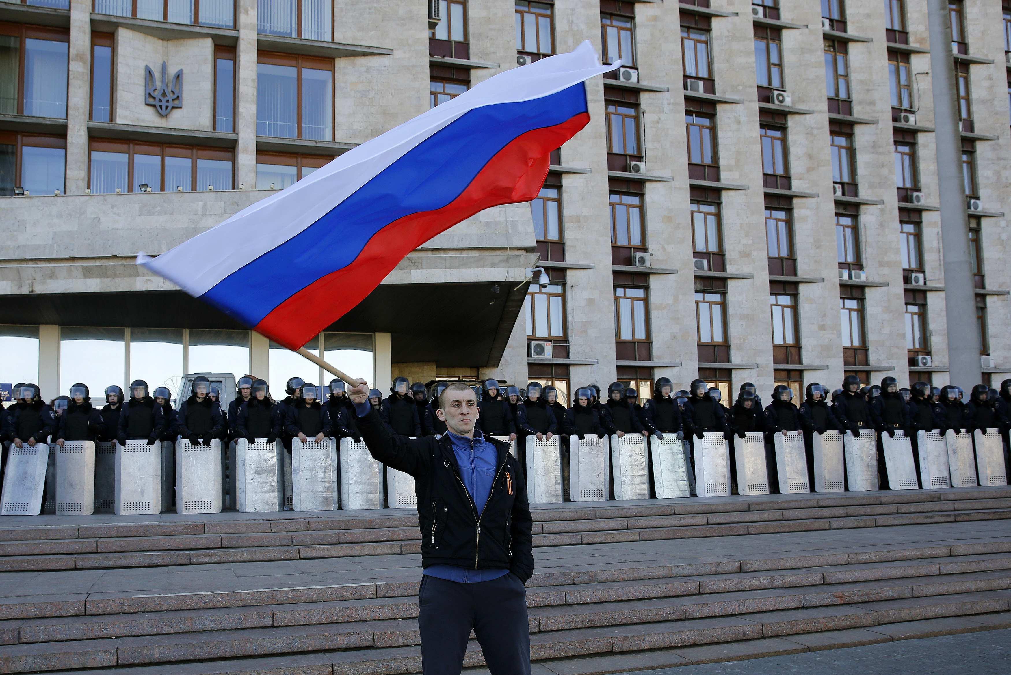Пророссийский активист в Донецке