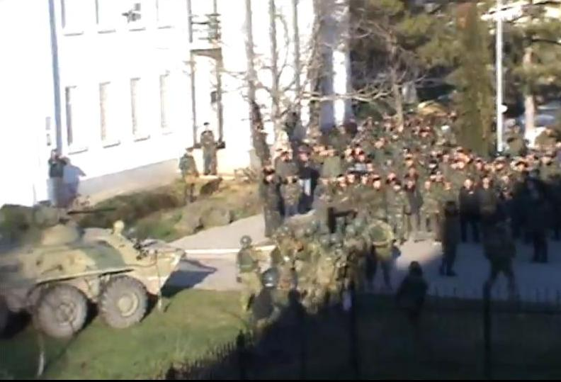 Спецназ окружил украинских военных