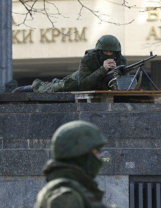 Вооруженные люди в Симферополе