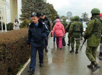 Милиция и автоматчики в Симферополе