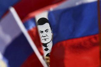Портрет Януковича на митинге сепаратистов