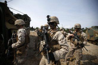 Солдаты НАТО, иллюстрация