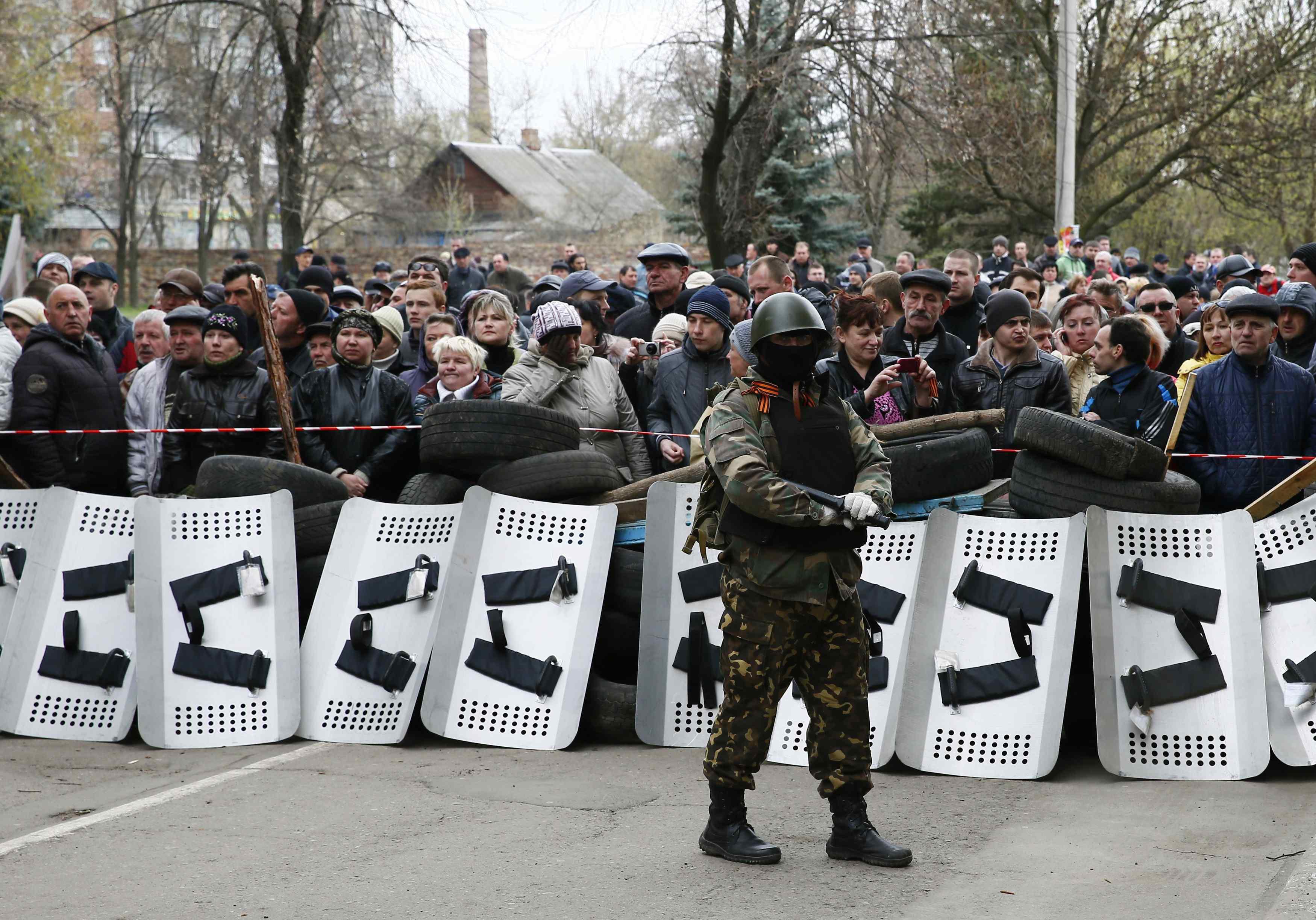 Захватчик милиции и митинг в Славянске