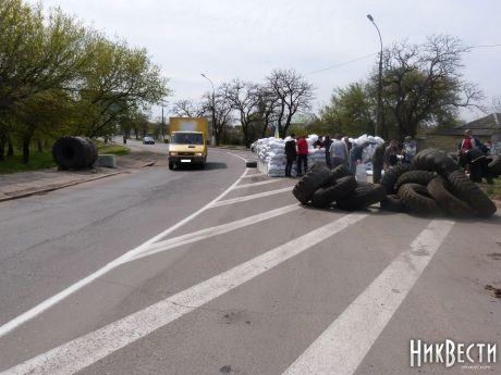 В Николаеве, Запорожье, Харькове и Одессе ополченцы строят блок-посты: опубликованы фото и видео