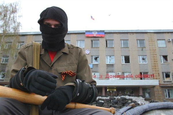 Блокпост боевиков в ГорловкеИ иллюстрация