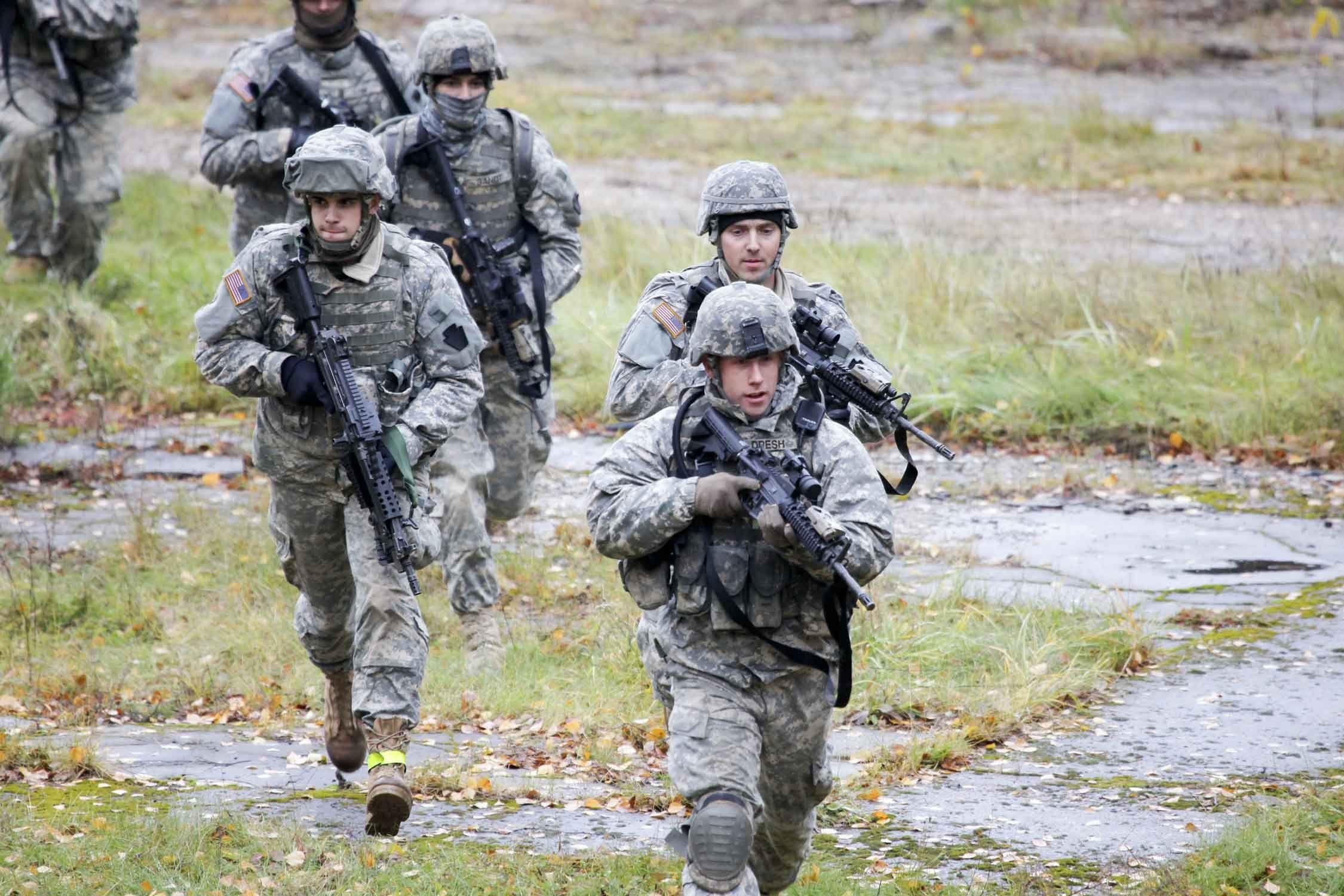 Американские солдаты на учениях, иллюстрация