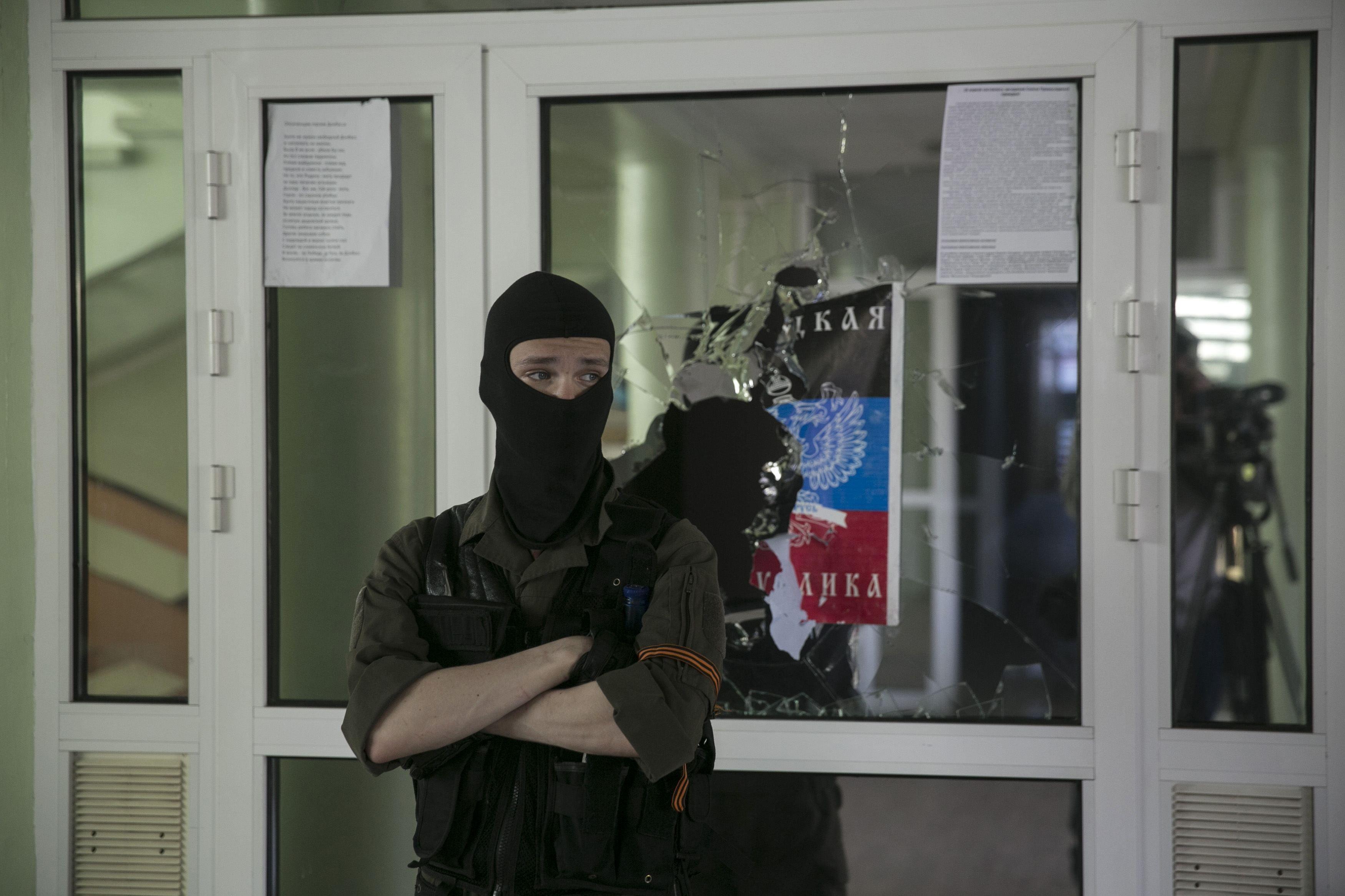 В Славянске всем заправляют боевики