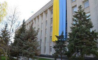В Херсоне на здании горсовета вывесили огромный флаг Украины: опубликованы фото