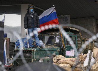 Сепаратисты возле захваченной ОГА в Донецке