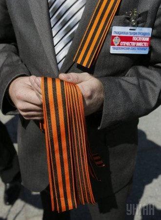 В посольство России уже завезены георгиевские ленточки и флаги РФ