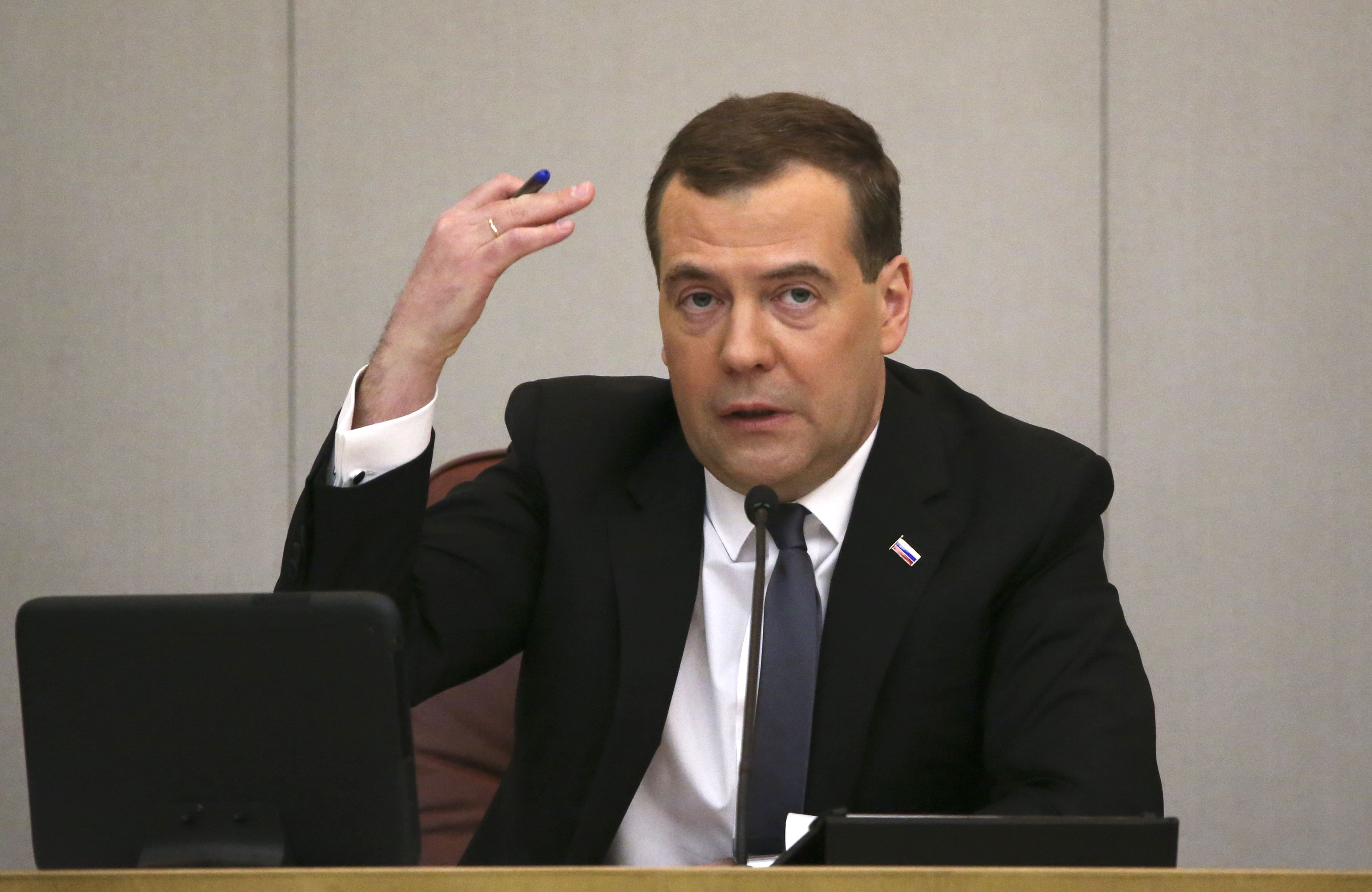 Эксперт сообщил, что Дмитрий Медведев на должности премьера мешал экспансии путинской мафии - Новости России