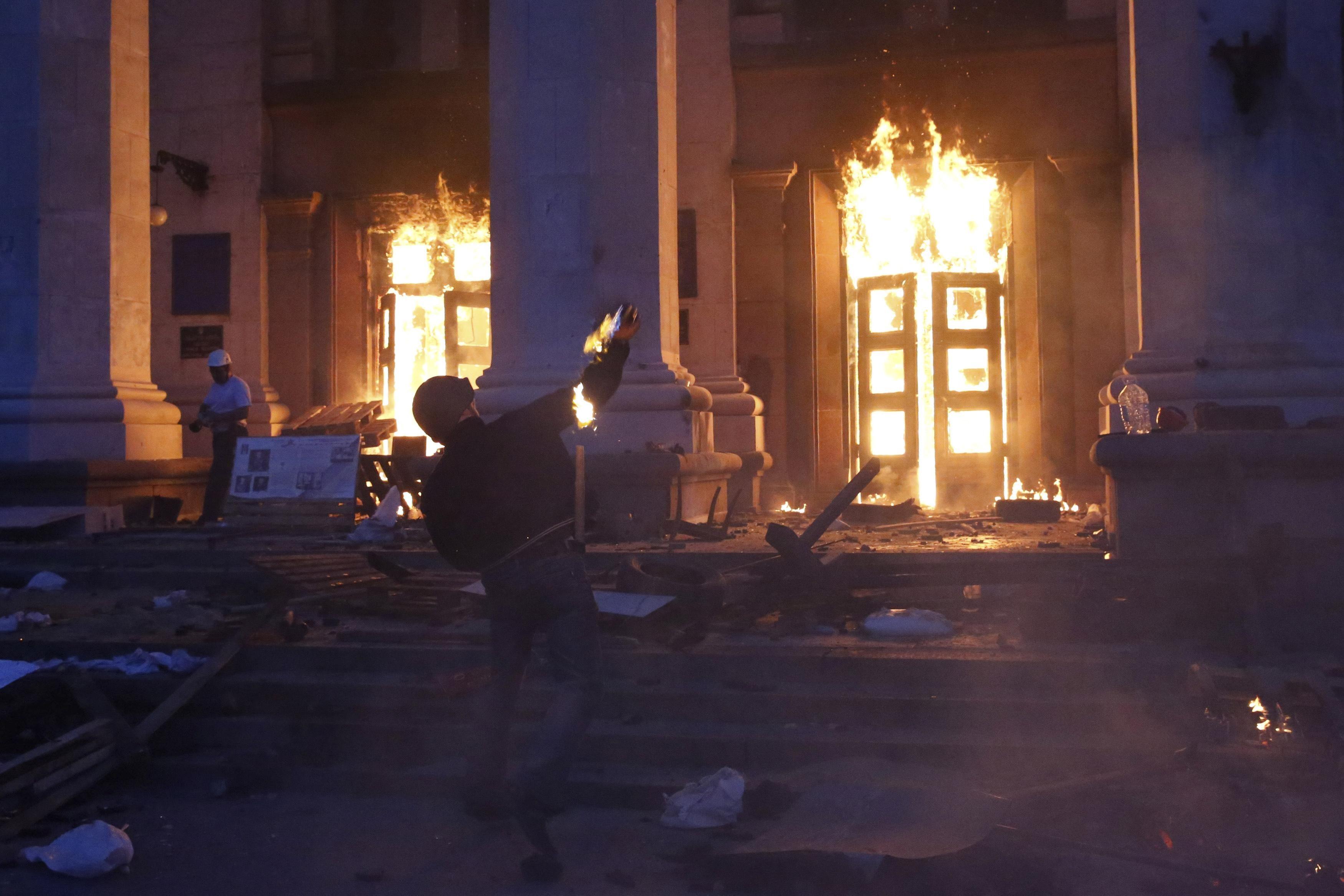 Дом профсоюзов в Одессе забросали
