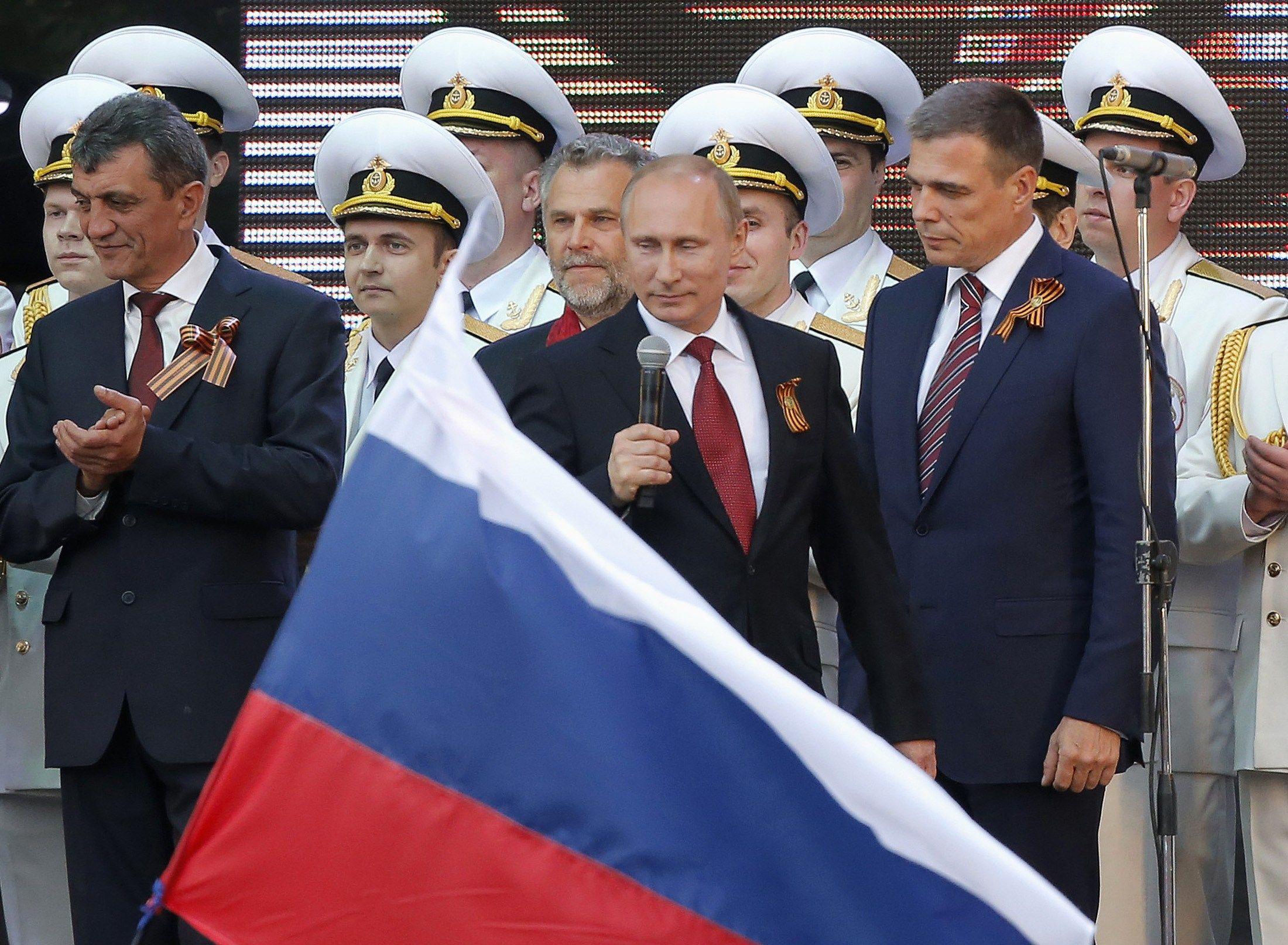 Путин на параде в Крыму