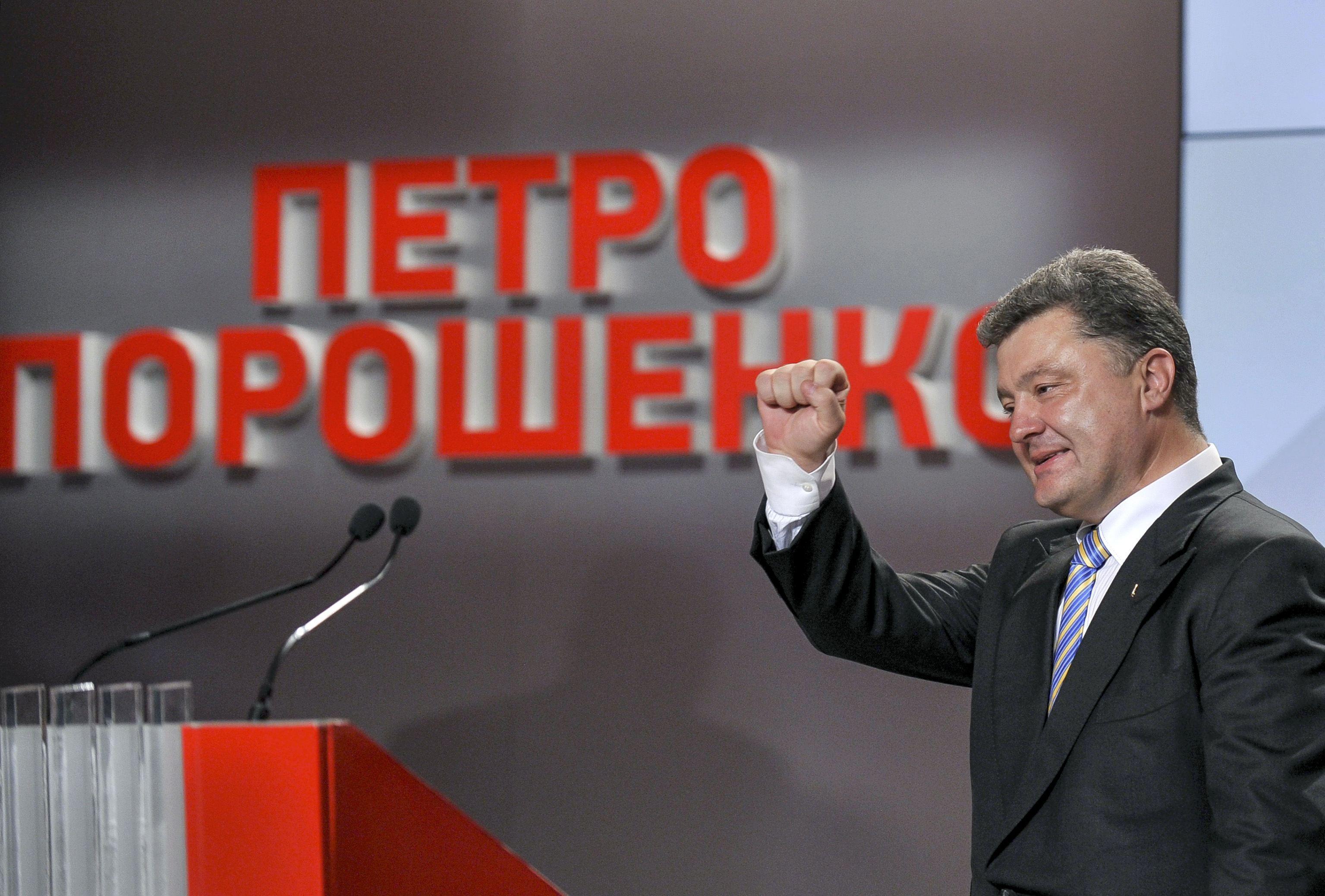 Петр Порошенко, по данным экзит-полов, является лидером президентской гонки