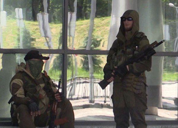 Кавказцы в аэропорту Донецка
