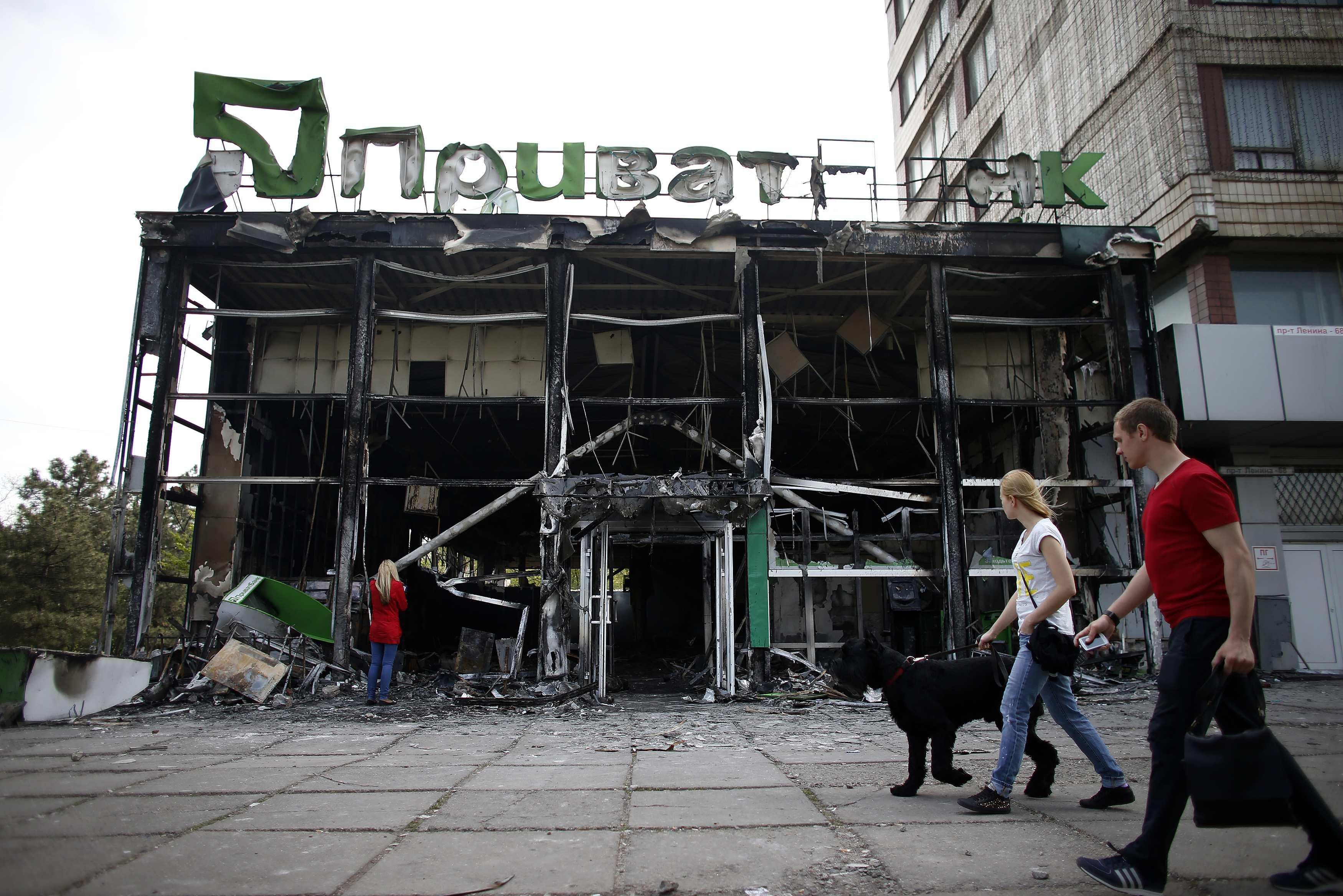 Банки в Мариуполе грабили злостные должники из ДНР - ПриватБанк