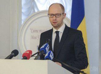 Яценюк требует вернуть Лозинского за решетку