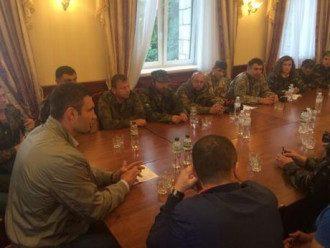Виталий Кличко в гостинице Украина в Киеве вместе с майдановцами.