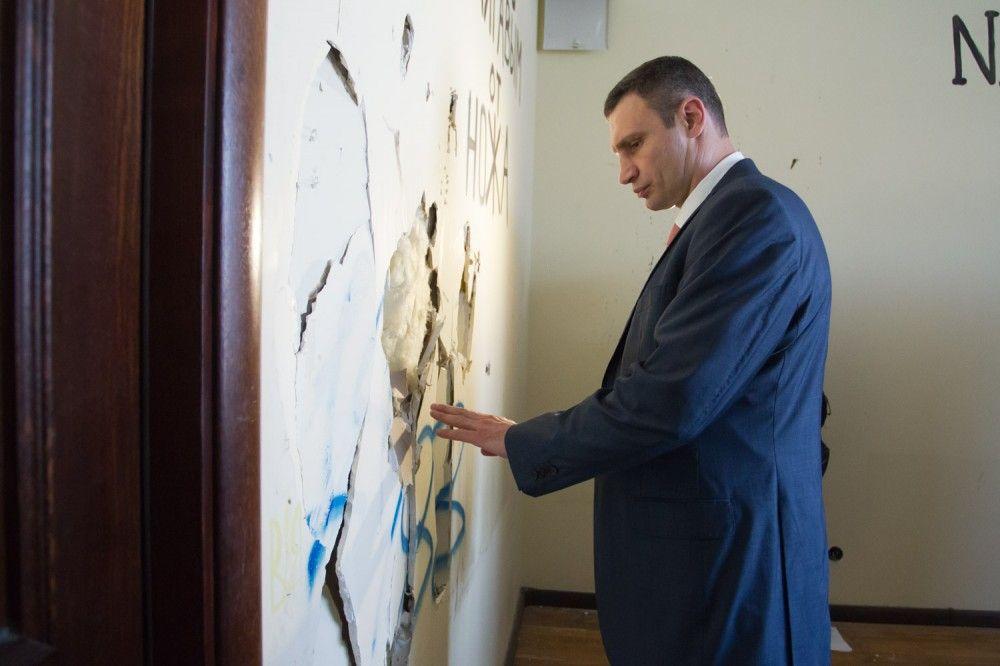 Виталий Кличко в разгромленной КГГА