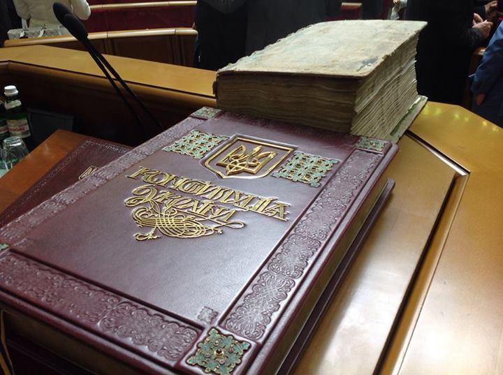 Порошенко пообещал изменения в Конституции