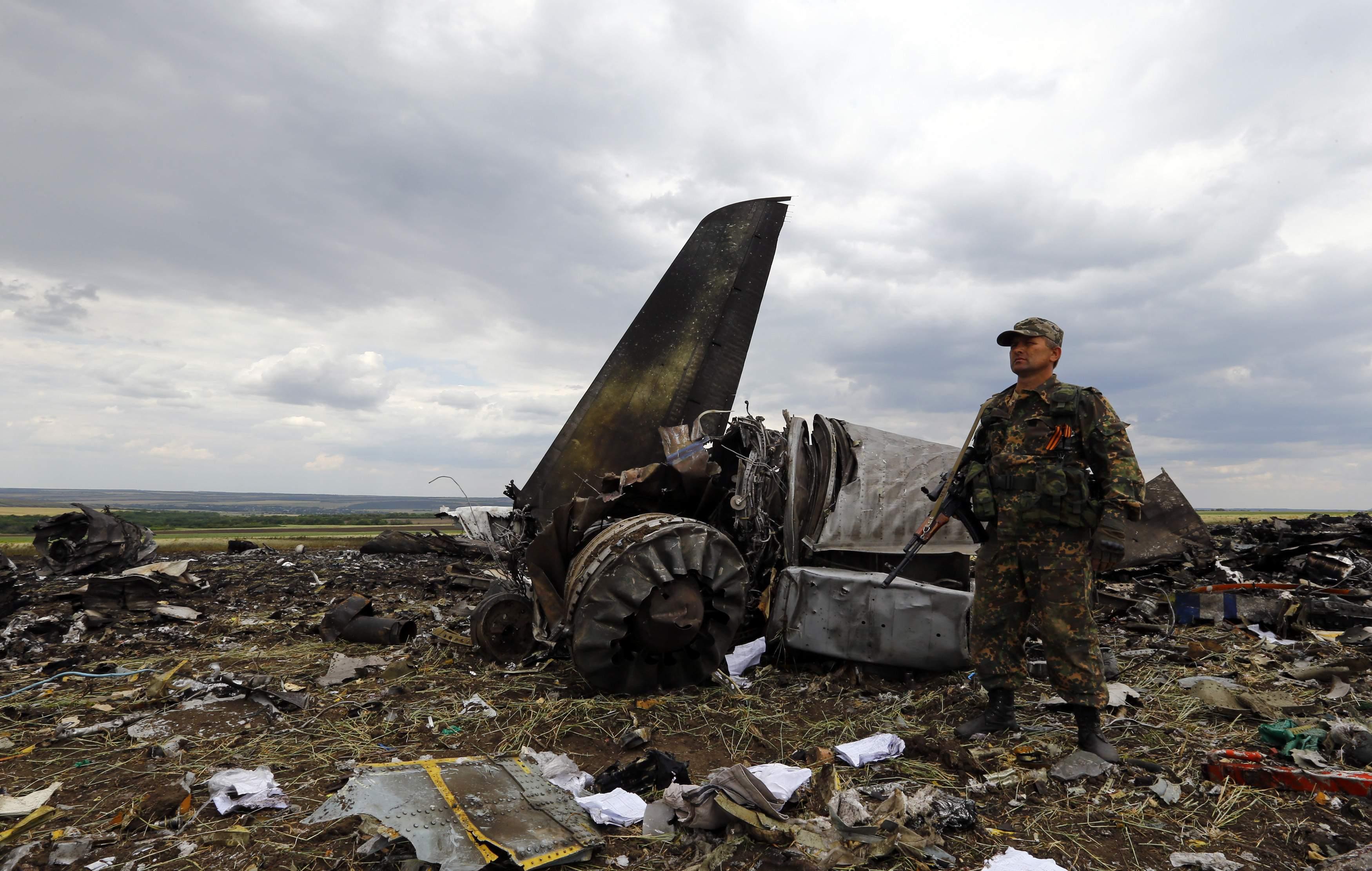 Обломки сбитого украинского транспортника