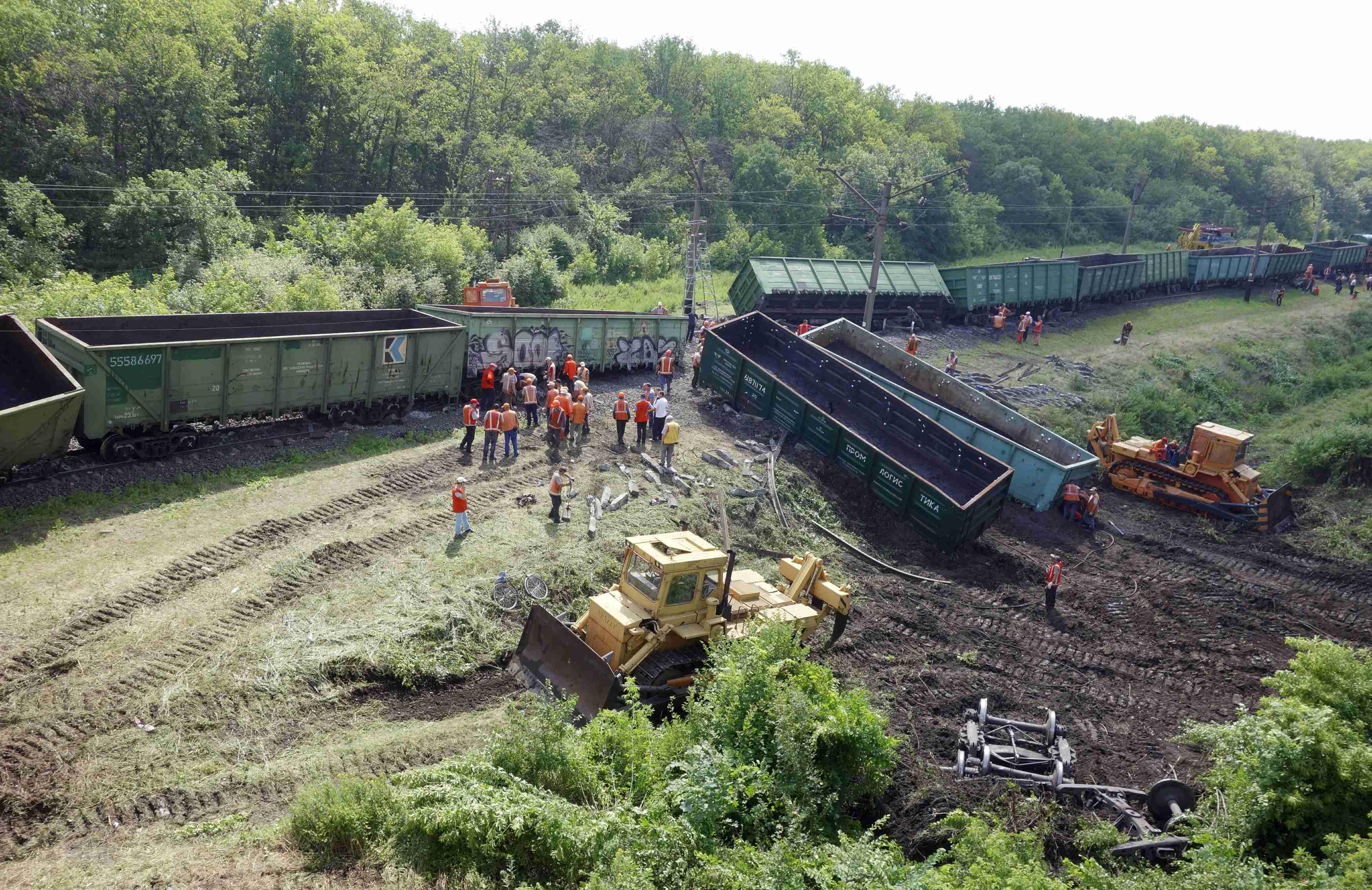 Боевики подорвали железнодорожные пути на перегоне