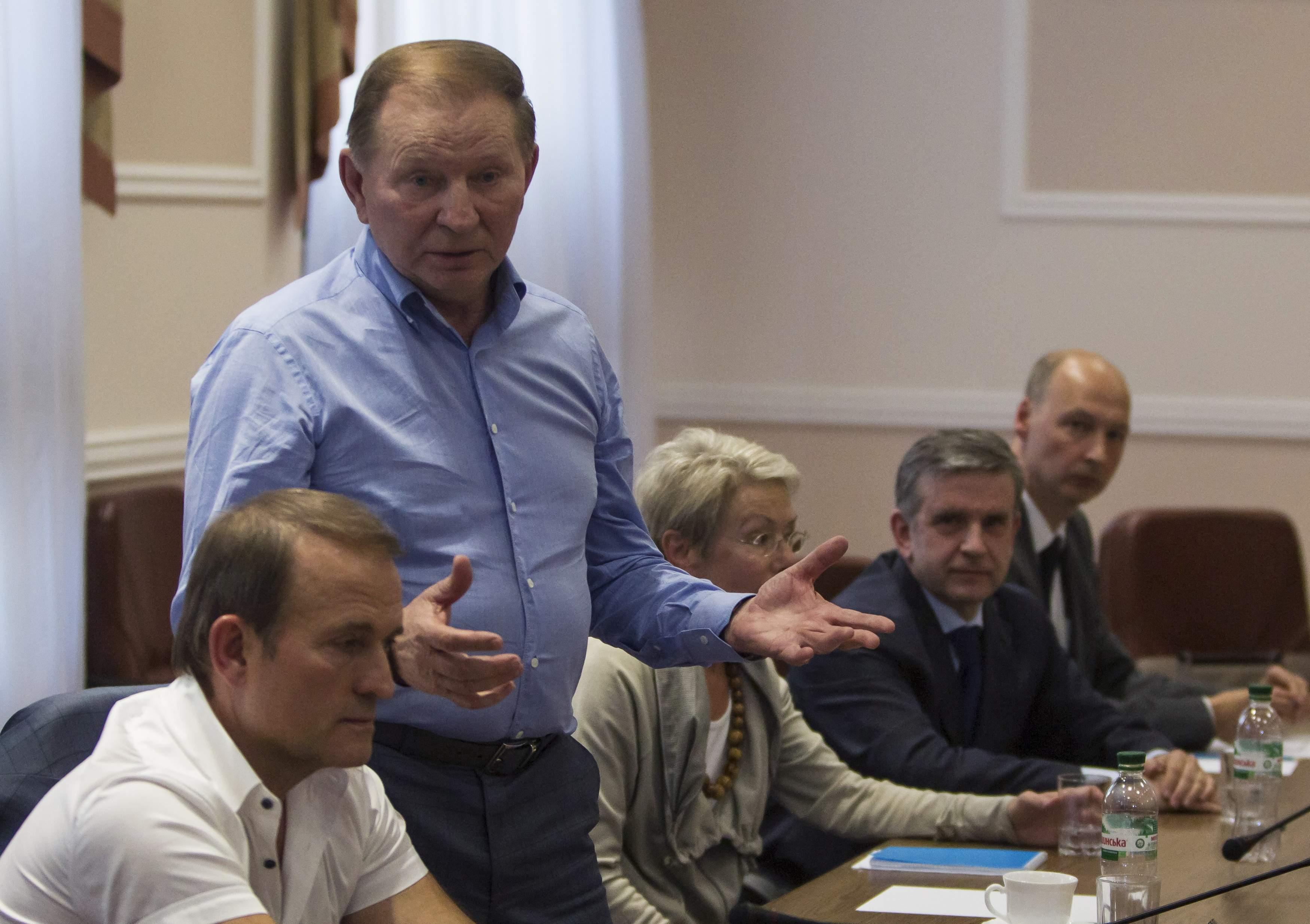 Медведчук и Кучма на переговорах в Донецке