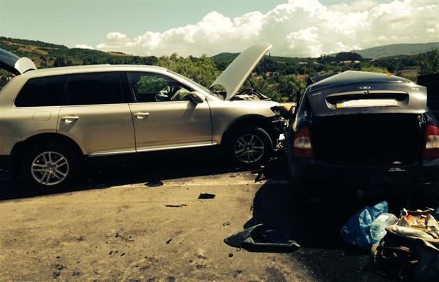 Volkswagen Touareg уничтожил Lada Kalina