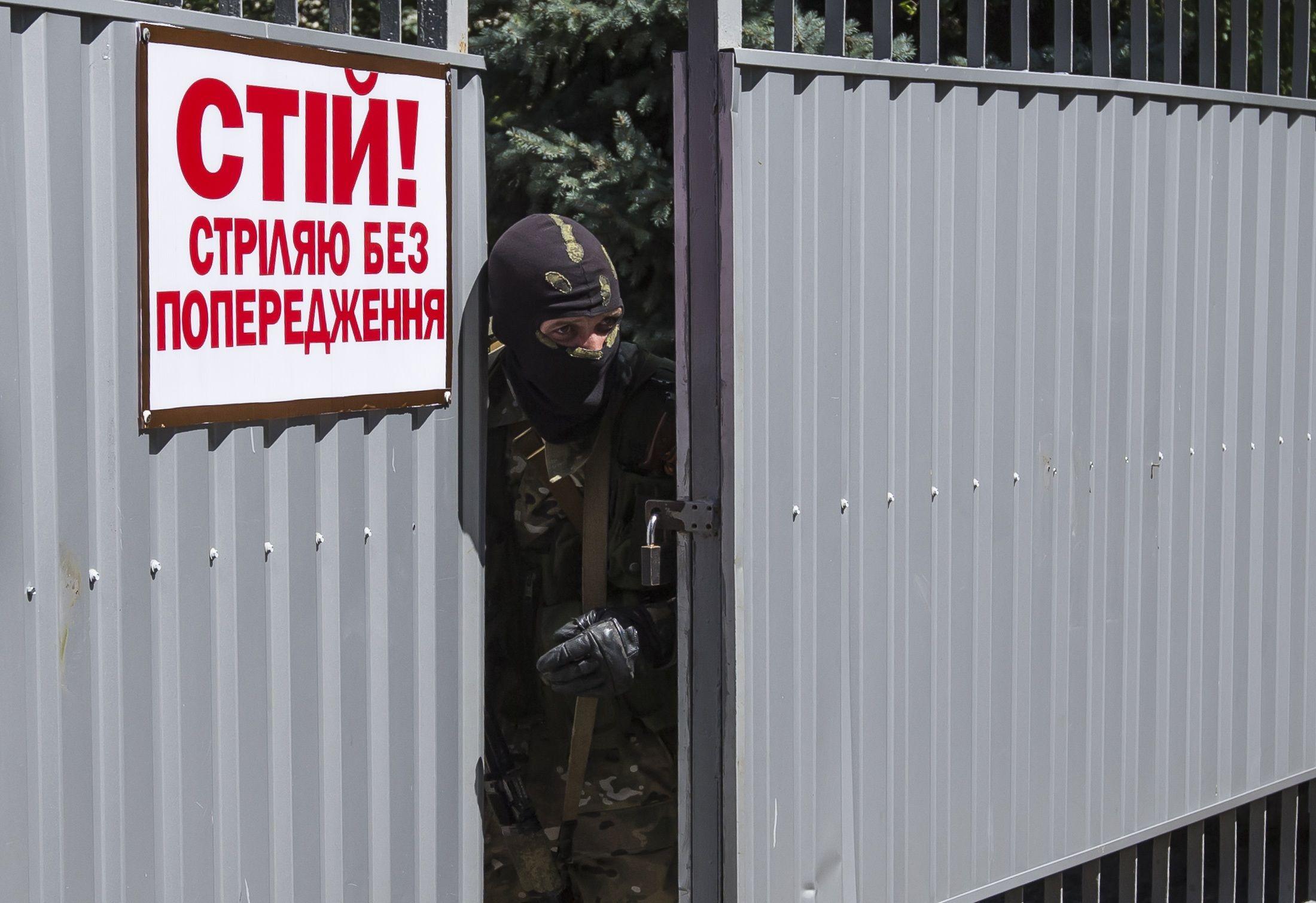 В Донецке боевики захватывают воинские части