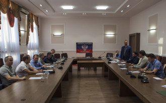 Фото с переговоров в Донецке