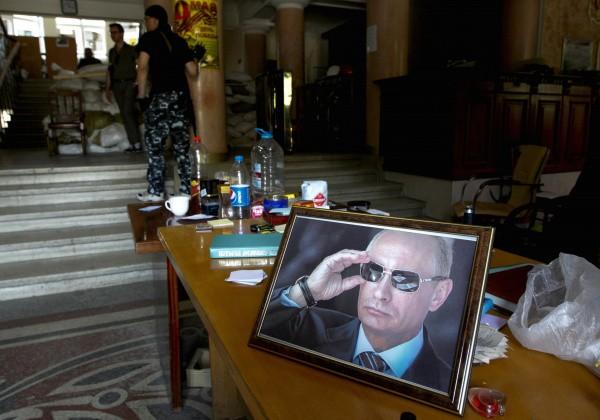 Увезенный неизвестными мэр перевел Горловку на русский язык и назвал Путина отцом - СМИ