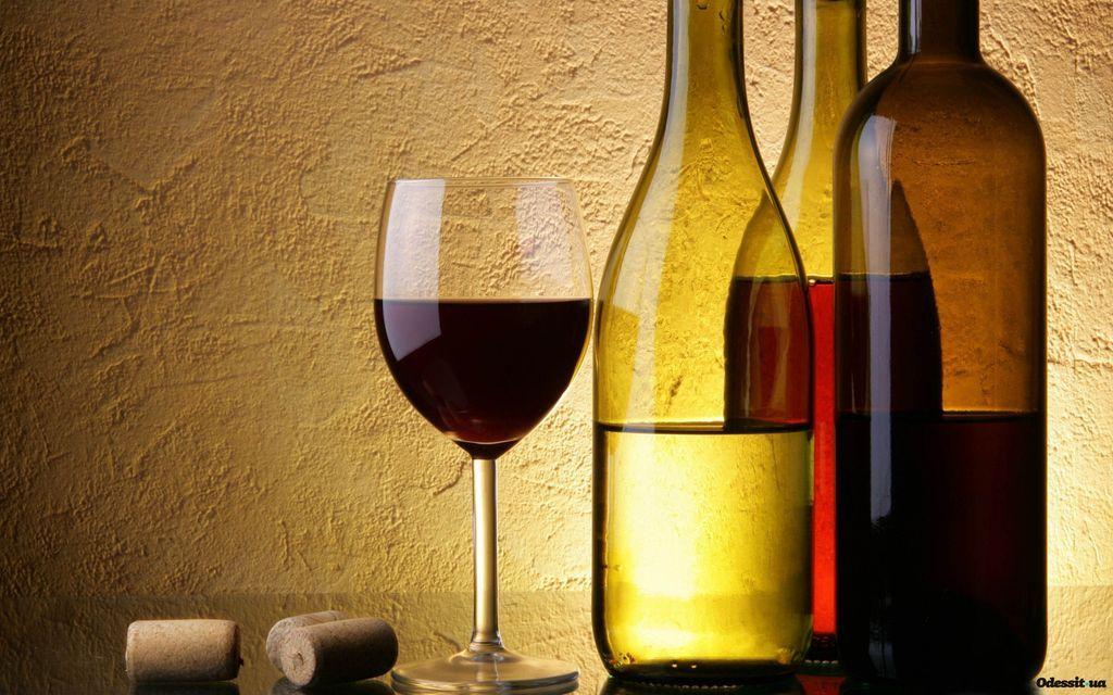 Диетолог отметила, что без вреда для здоровья человек может выпить очень небольшое количество качественного вина