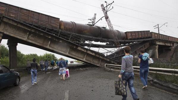 Взорванный мост по Донецком