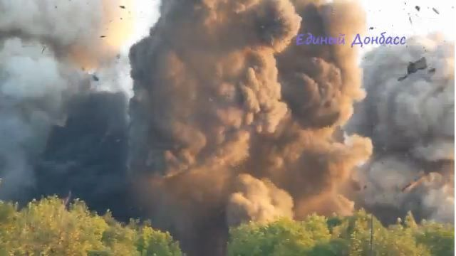 Взрыв одного из мостов под Горловкой. Иллюстрация