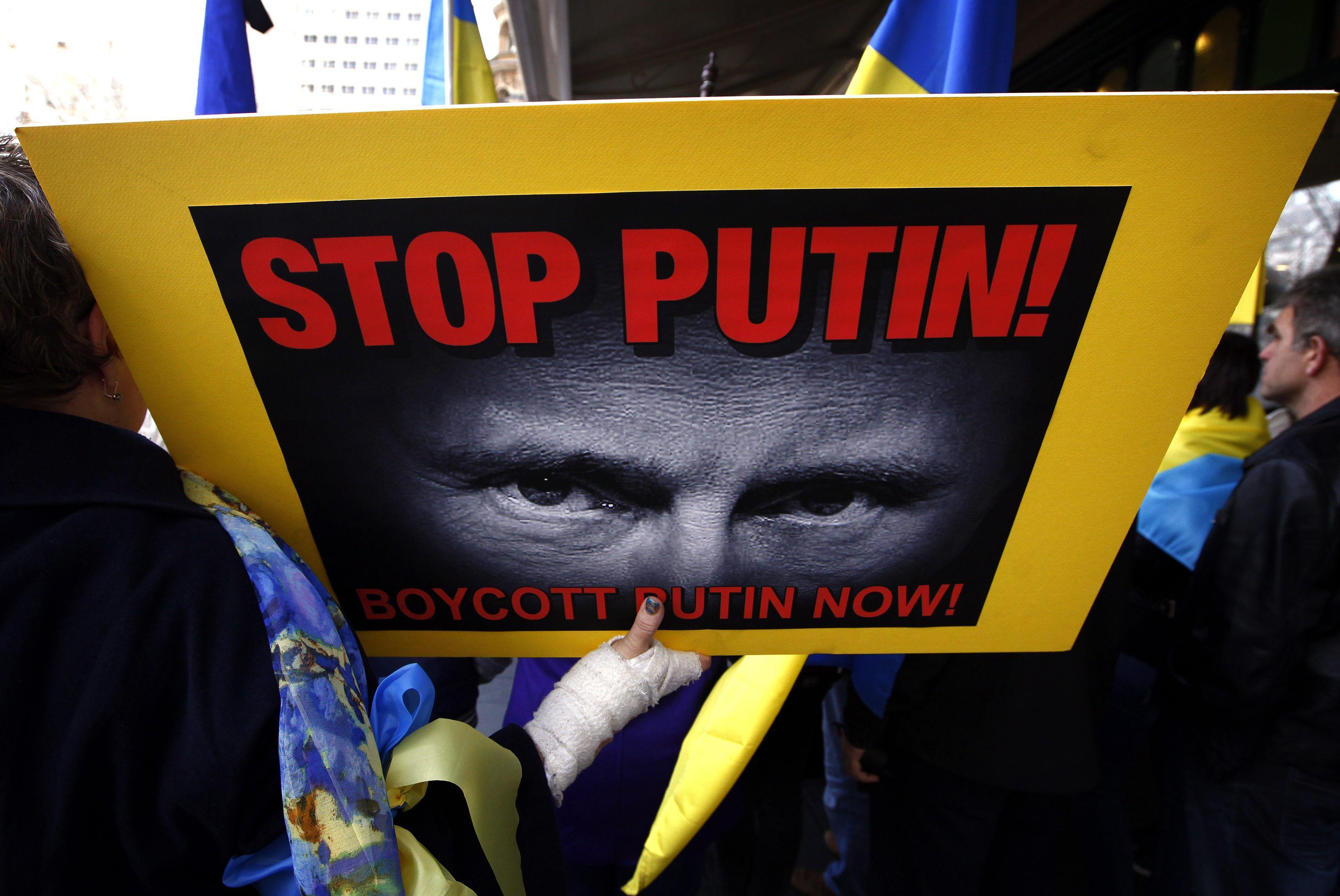 Санкции Запада не остановили агрессию Путина