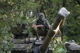 Террористы в Донецке. Иллюстрация