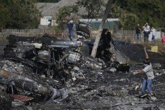 Место катастрофы Боинг-777 на Донбассе