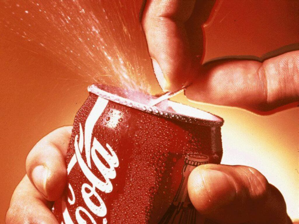 Coca-Cola Ukraine останавливает работу в Украине