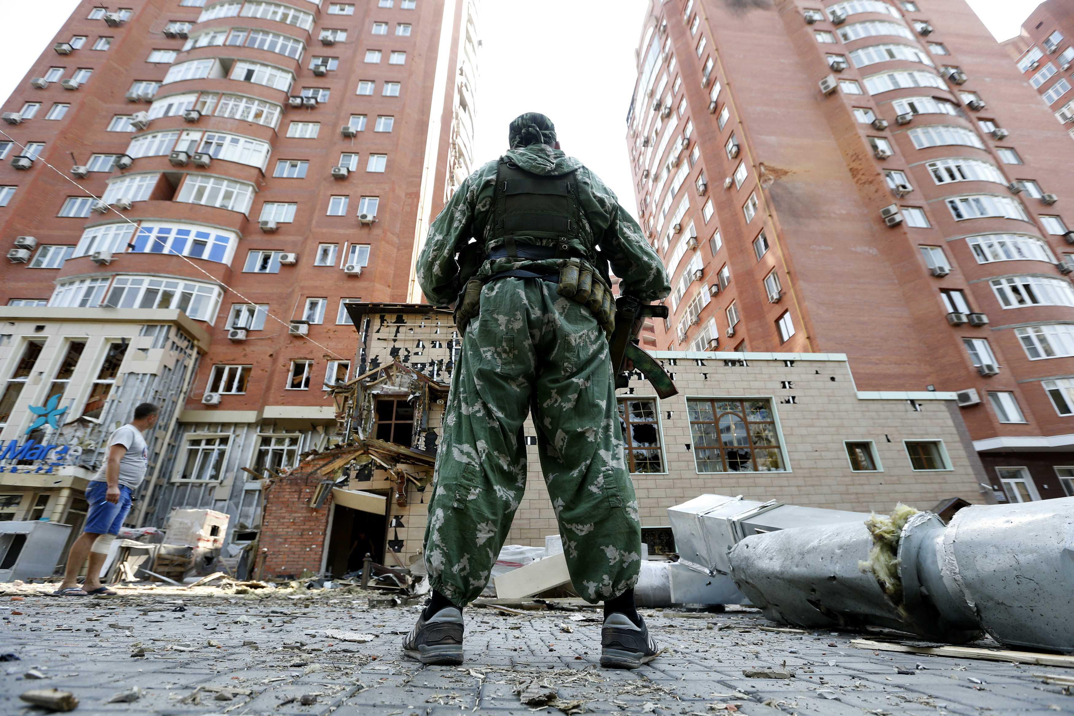 По вине боевиков Донецк превращается в развалины